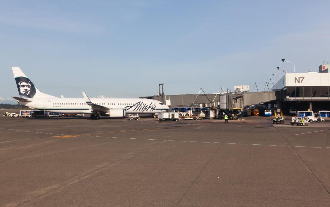 Alaska Airlines tankar sina plan med bränsle gjort av trä.