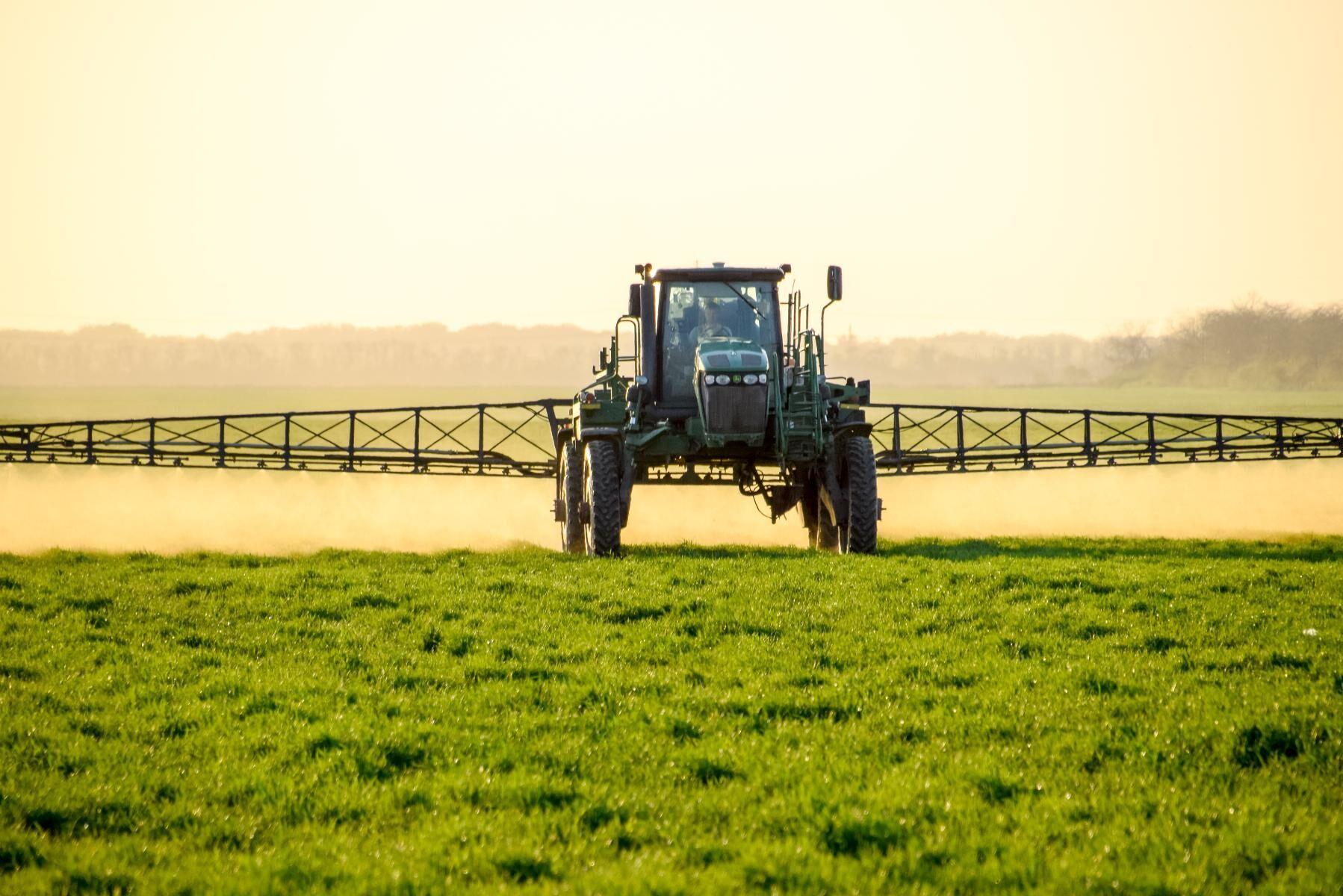 Jordbruksverket har tagit fram en rapport som visar att lantbruket kommer att förlora stort på ett förbud.