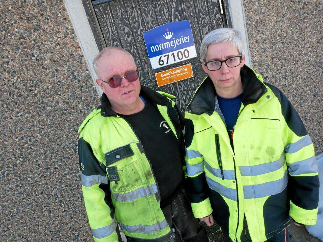 Med 260 mjölkkor i lagården finns finns det ingen tid att röja snö. Stefan och Ingrid Sundbom menar att problemen med snöröjning på enskild väg är ytterligare ett sätt att ta död på landsbygden.