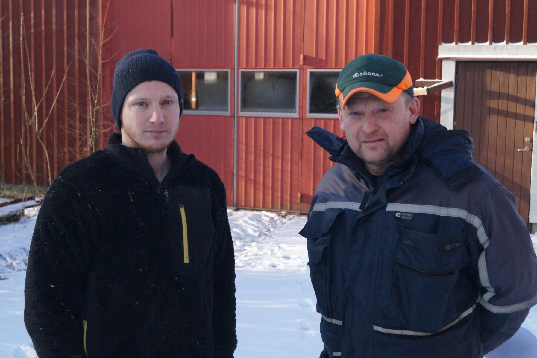 Marcus Petersson och Peter Petersson driver en mjölkgård i Boön, Eneryda. De vill göra en enkät till alla mjölkbönder i Sverige.