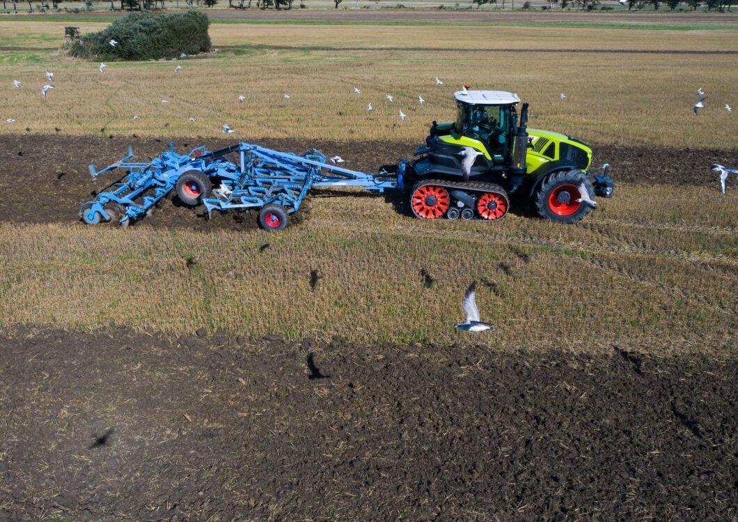 Med Axion Terra Trac tar Claas klivet upp i klassen av banddrivna traktorer med ett eget vidareutvecklat bandaggregat för traktorer.