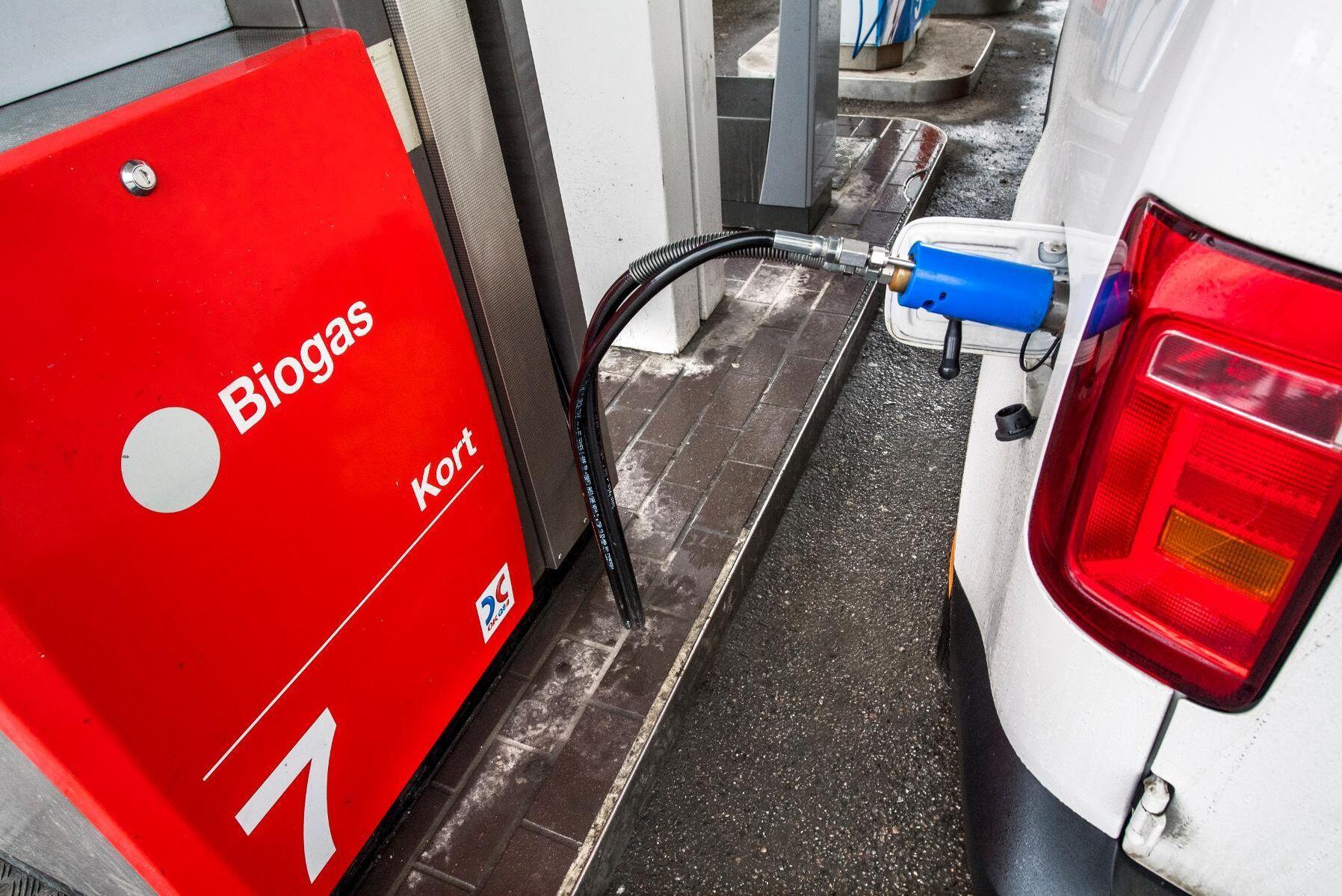 Regeringen vill att konvertering av en bensin- eller dieselbil till biodrivmedel, som biogas, ska ge en premie från och med 2022.
