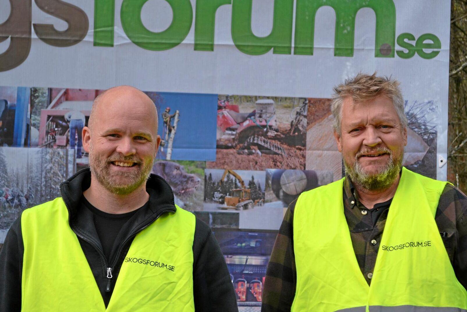 Fredrik Reuter och Torbjörn Johnsen, Skogsforum, var nöjda med Gallringsdagarna, inte minst med tajmingen. Bara en kvart efter stängning small det till med både åska och hällregn när stormen Knud drog in över Smålandsskogarna.