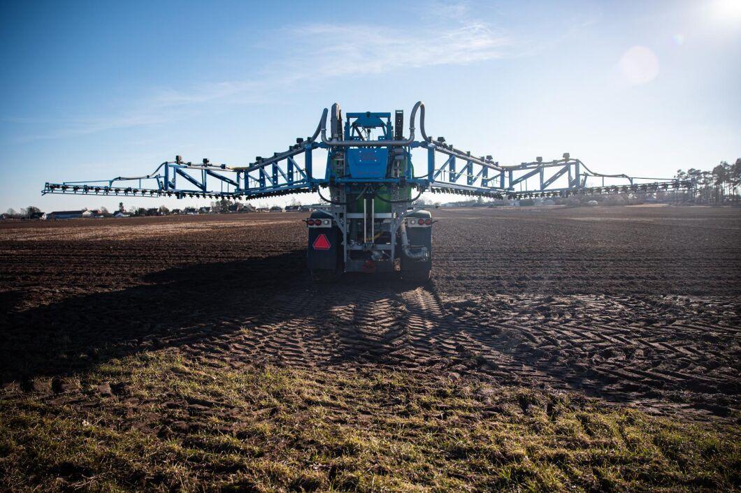 Peter Nilsson på Fjälkeröd som kör ut över 10000 ton Grow och 3000 ton Vinass till ett 50-tal odlare i Skåne.