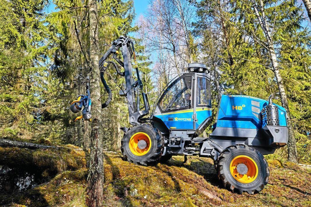 Nu tas den giftiga färgen,som skadat anställda, bort av skogsmaskintillverkaren Rottne, som bland annat presenterade en uppdatering av sin minsta skördare på Elmia Wood i veckan.