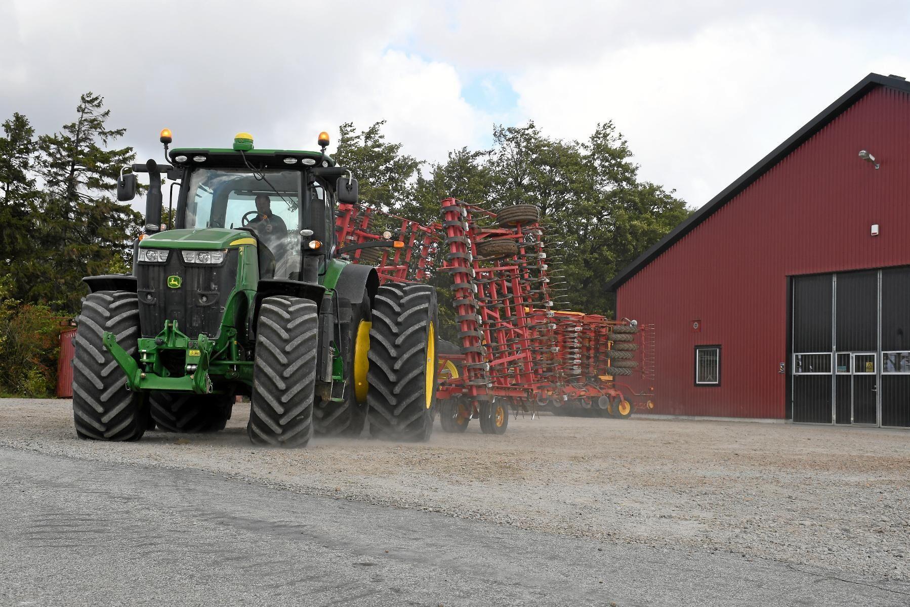 Framgångarna för John Deere drar upp den genomsnittliga lönsamheten i traktorbranschen.