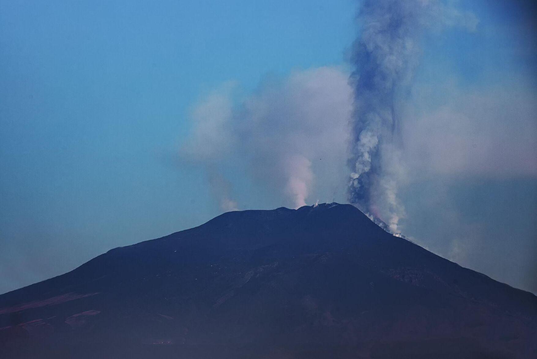Hittills har över 40 miljoner kubikmeter aska och lava kommit ur vulkanen.