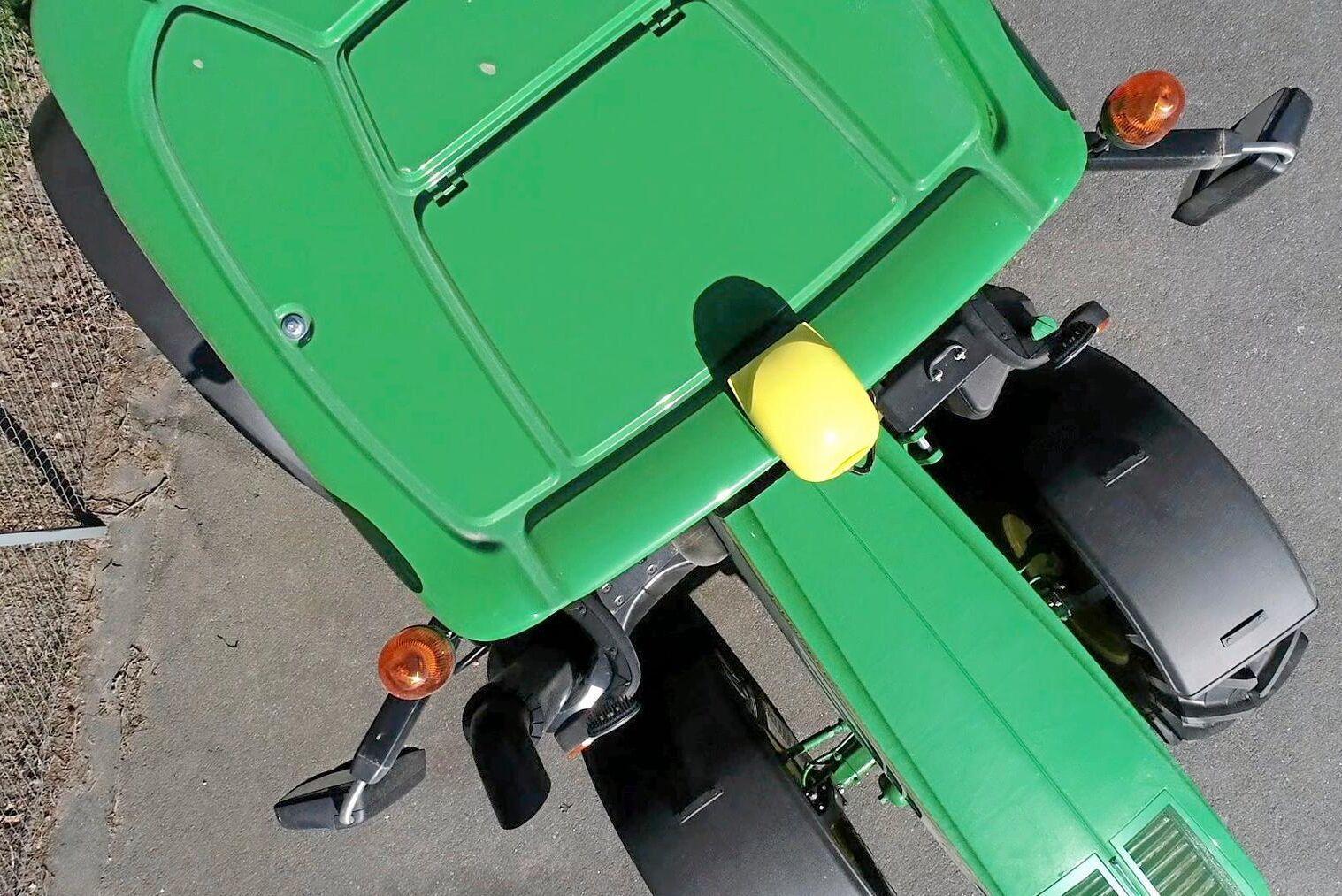 GPS-utrustning har försvunnit från traktorer och maskiner över hela landet senaste tiden.