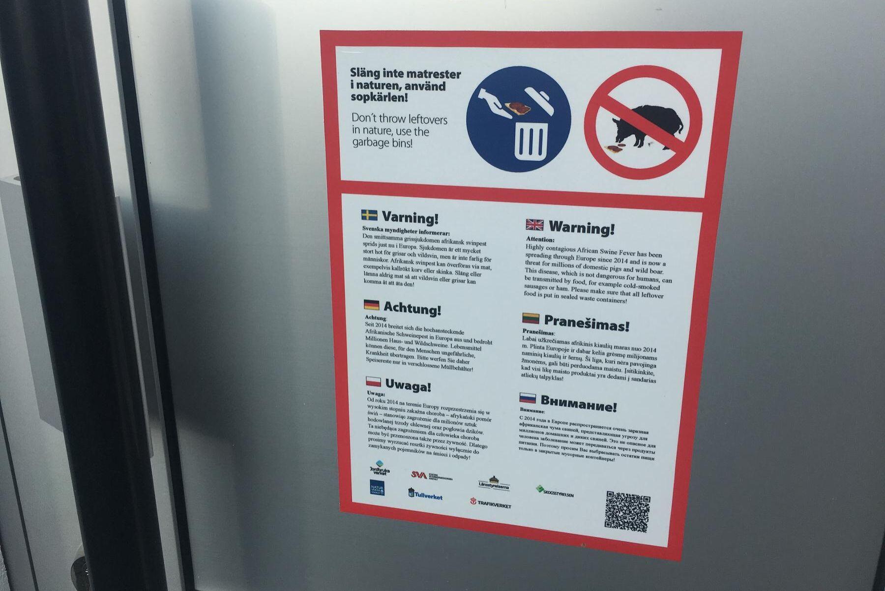Sommaren 2018 började Trafikverket att sätta upp informationsskyltar på svenska rastplatser med syfte att minska risken för afrikansk svinpest. Skyltarna var på flera språk, däribland flera östeuropeiska. Nu ska skyltar börjat sättas upp igen.