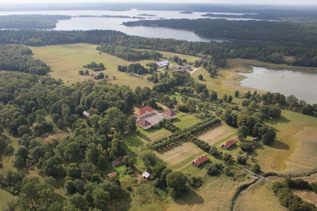 Engelholms säteri ligger i St Annas skärgård i Östergötland.