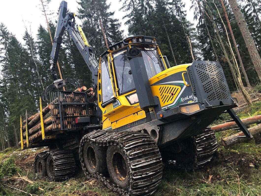 Det finns gott om jobb för skogsmaskinsförare, enligt Arbetsförmedlingen. Men då måste de hålla rätt nivå när det gäller produktiviteten. Vilket långt ifrån alla gör, enligt Mattias Forsberg.