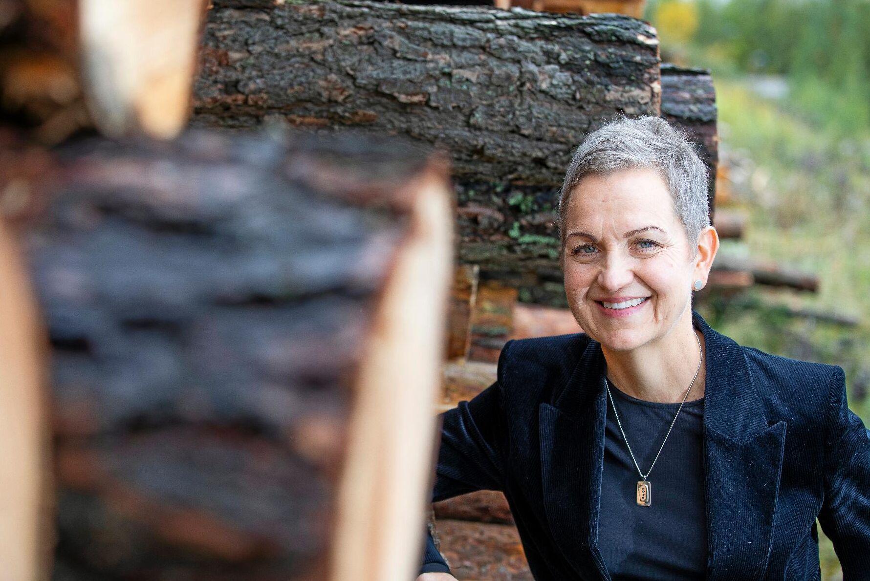 Hannele Arvonen, vd på Sveaskog, kan konstatera att värdet på skogstillgångarna ökar cirka 2,4 gånger efter en övergång till marknadsvärdering.
