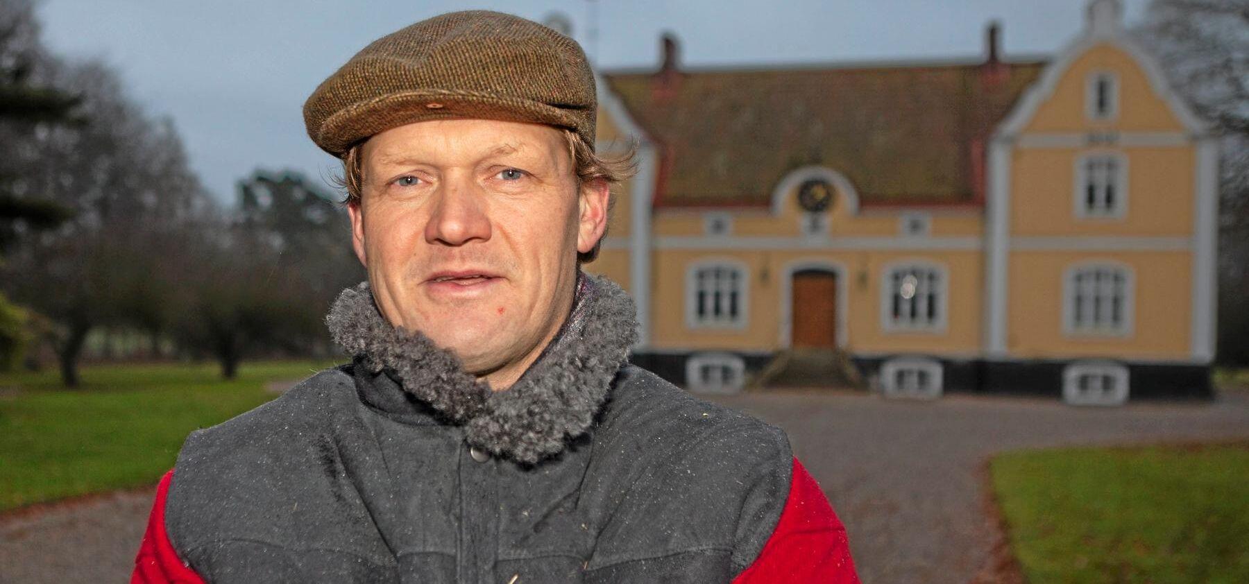Erik O. R. Bengtsson på Karlsfälts gård deklararerade i höstas att han skulle sluta med sockerbetor - men nästa år är sockerbetorna tillbaka igen.