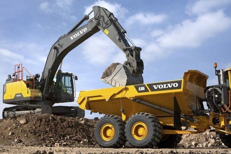 Volvos nya grävare EC300E Hybrid är ute på fälttester. Efter årsskiftet räknar bolaget med att den ska finnas på marknaden i flera EU-länder.