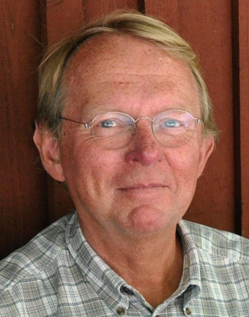 Bertil Ågren, styrelseledamot i Ingmarsö byalag, hanterar rekryteringen av öns nya bonde.