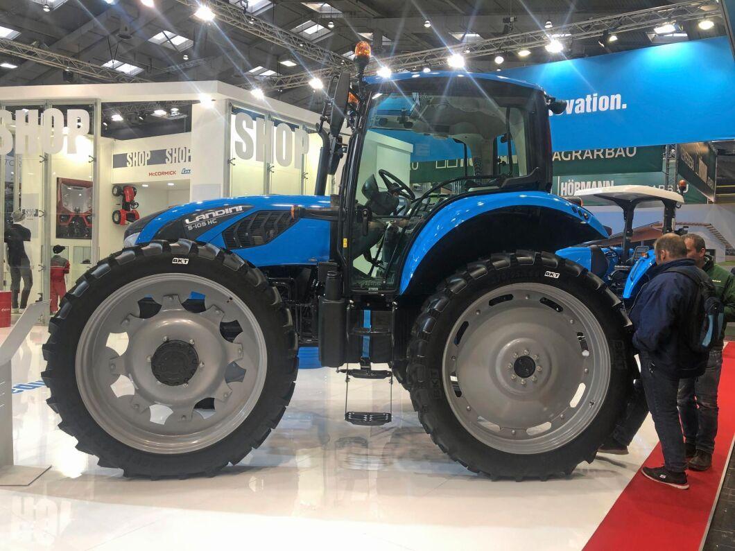 Vid sidan av de traditionella däckuppsättningarna visade Landini också upp traktorer med betydligt smalare varianter.
