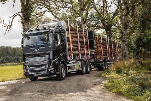 Minst två veckor till kan de som väntar på en ny lastbil från Volvo få vänta på grund av brist på halvledare.