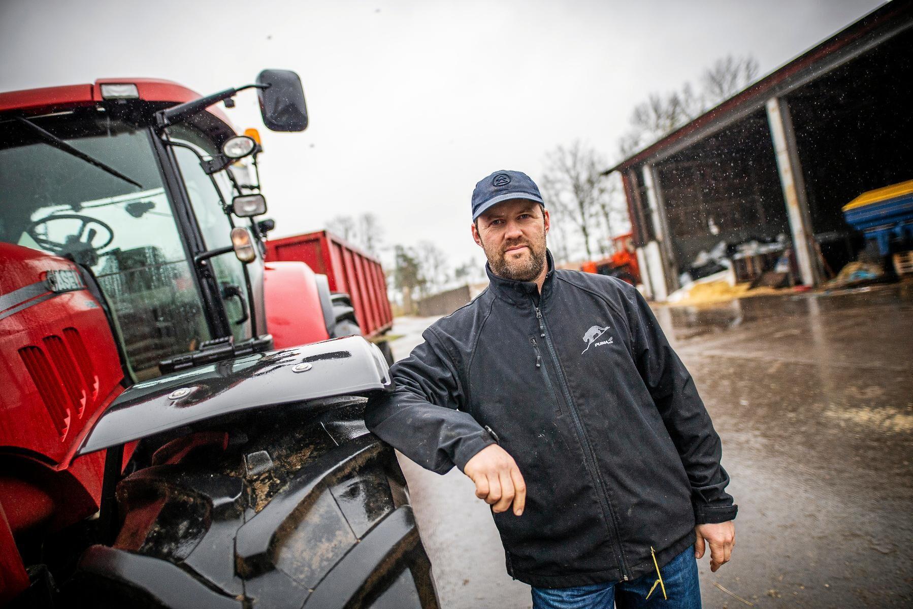 Ralf Johansson, mjölk- och kycklingproducent utanför Torsås är orolig för vad som ska hända när Telia lägger ned den fasta telefonlinjen som gör det möjligt att koppla upp sig på nätet med ett ADSL-modem.