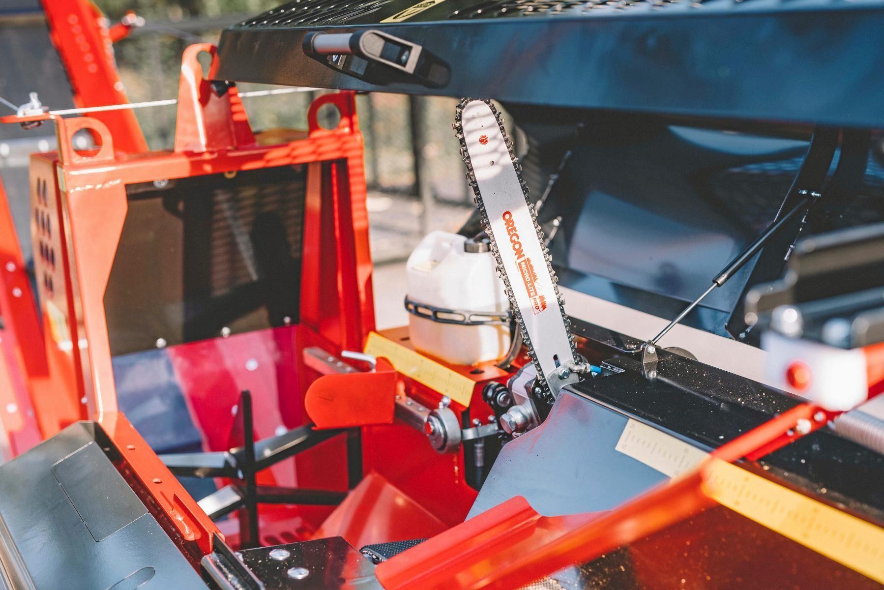 Automatisk hydraulisk kedjesmörjpump är standard.