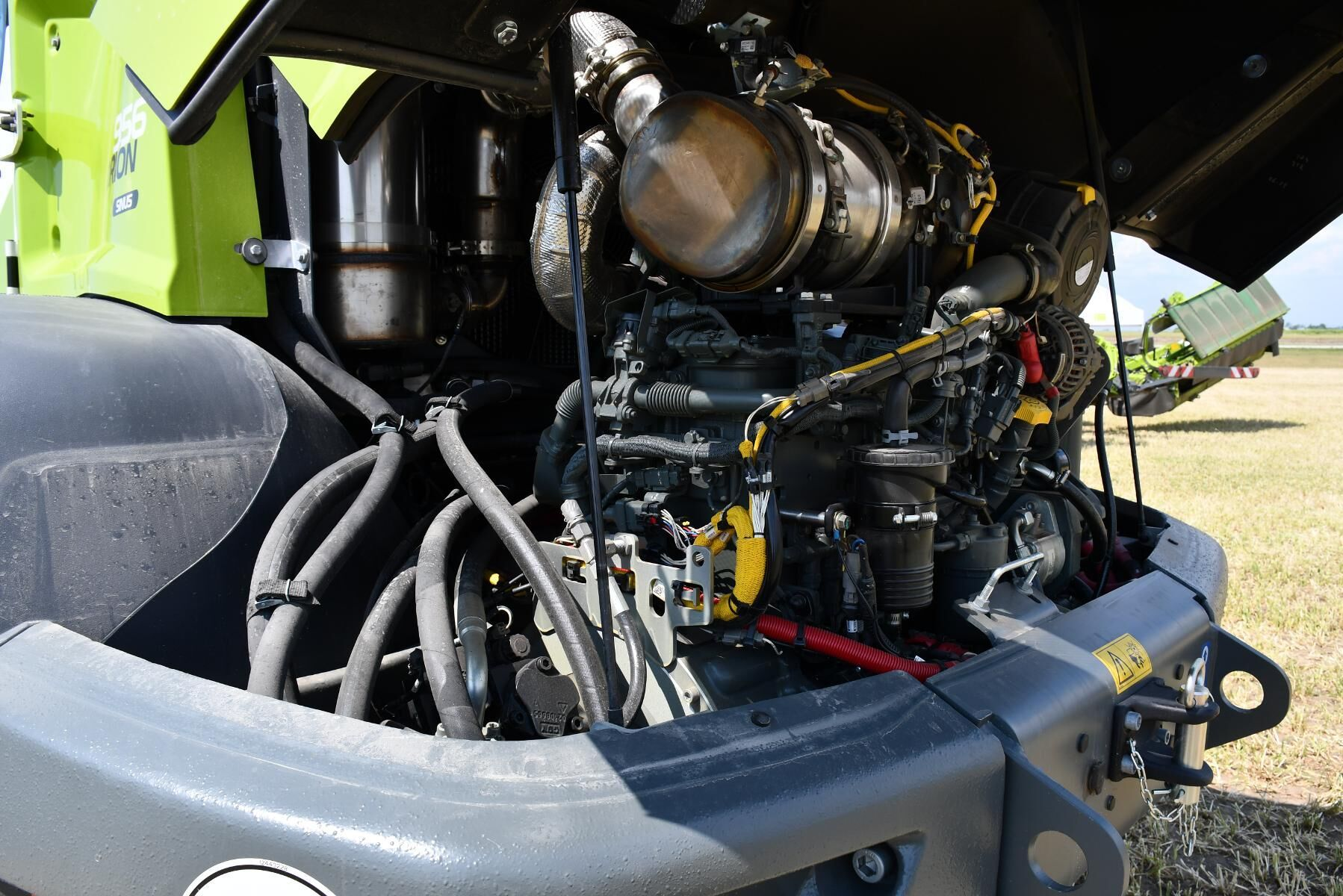 Den tvärställda motorn placerad bakom bakaxeln ger god viktfördelning.