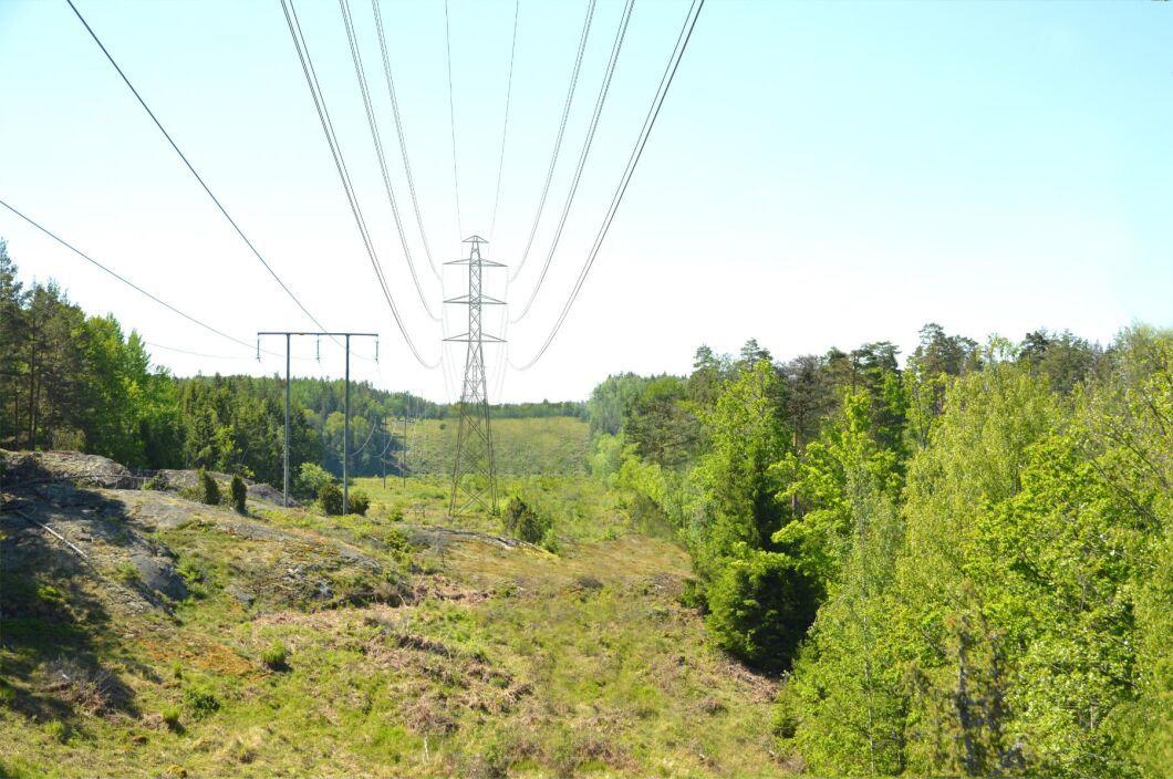 Genom Södermanland planeras för nya 130-kilovoltsledningar. Fotomontage.