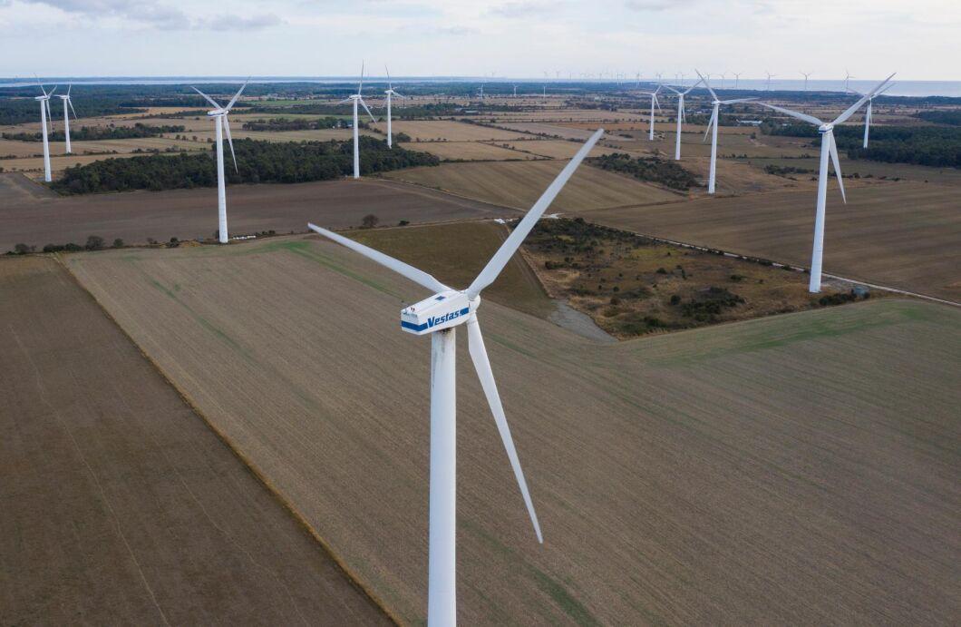 Vindkraftverk nära Näsudden på Gotland.