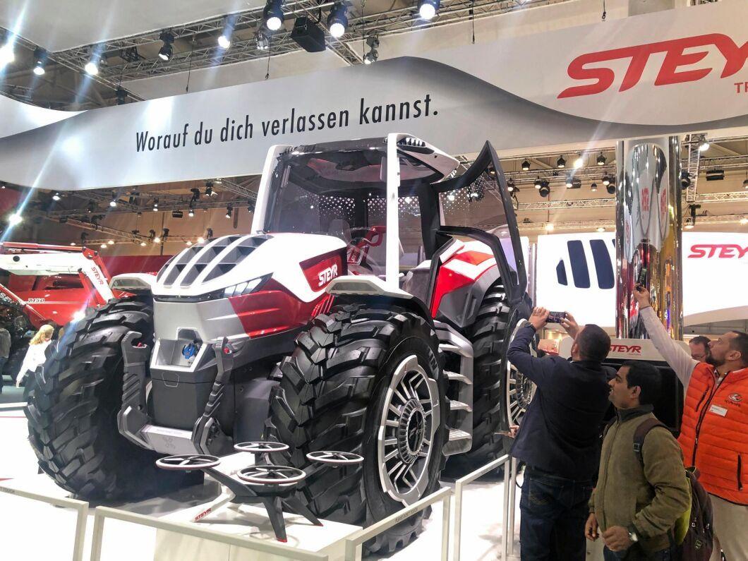Steyr Konzept är ett hybridkoncept som kan drivas både på diesel och på el genom batteridrift.