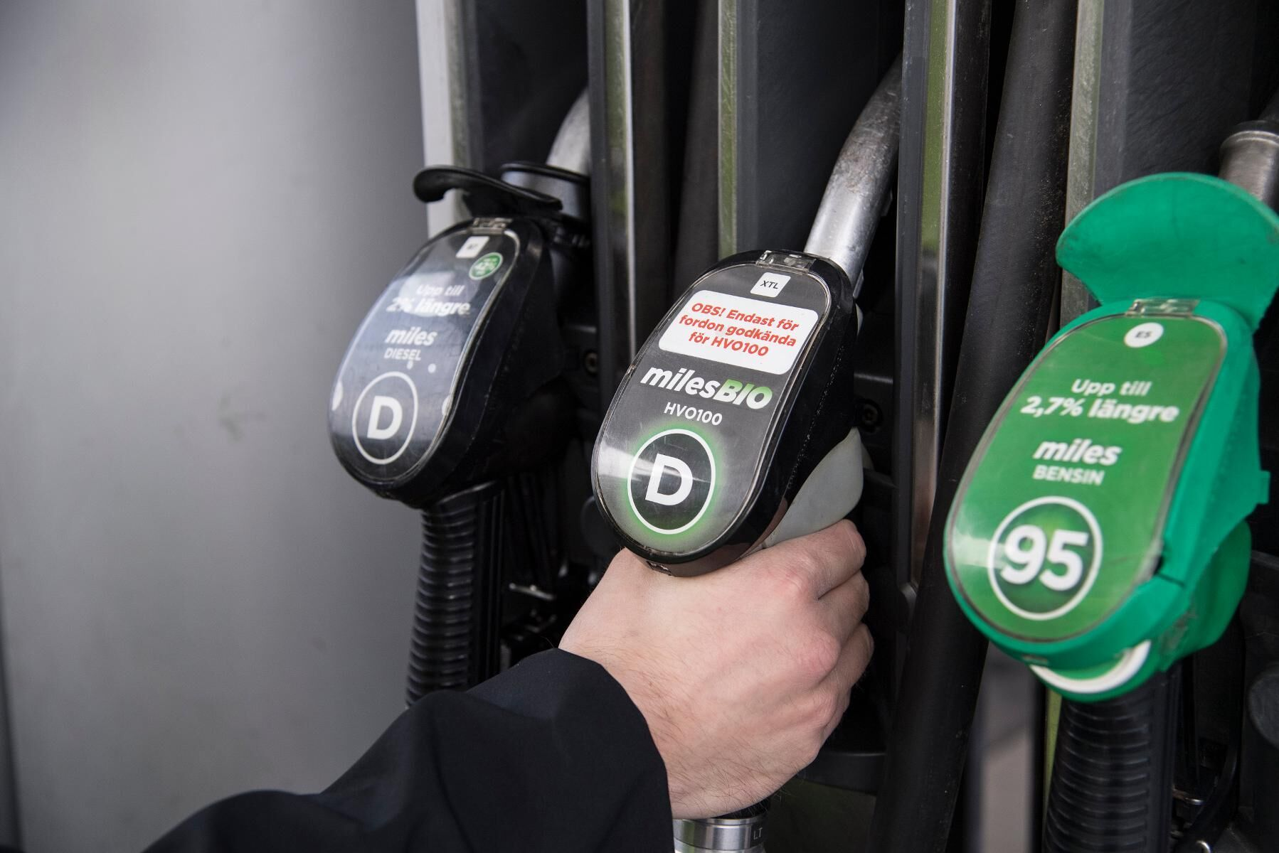 Det nya riktpriset för diesel ligger nu på 14,28 kronor per liter vid bemannade mackar.