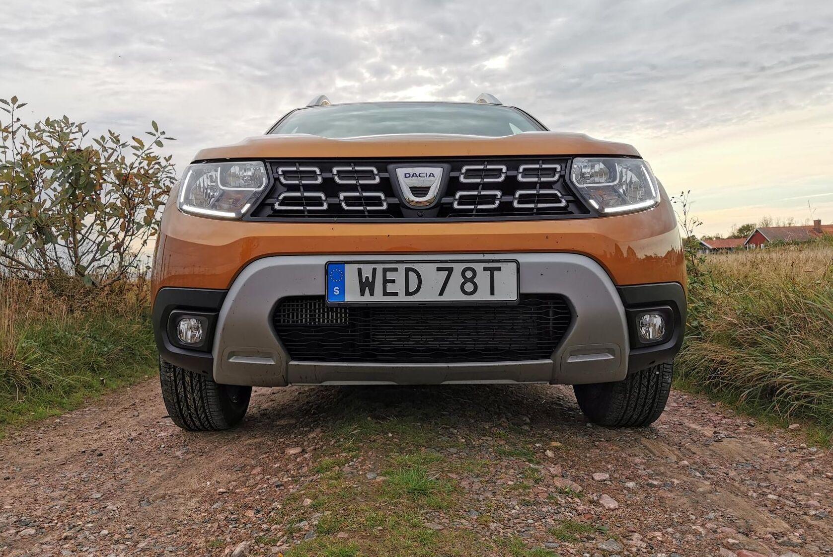Fossilbilar som Dacia Duster som drivs med bensin eller diesel får höjd fordonsskatt från den 1 april.
