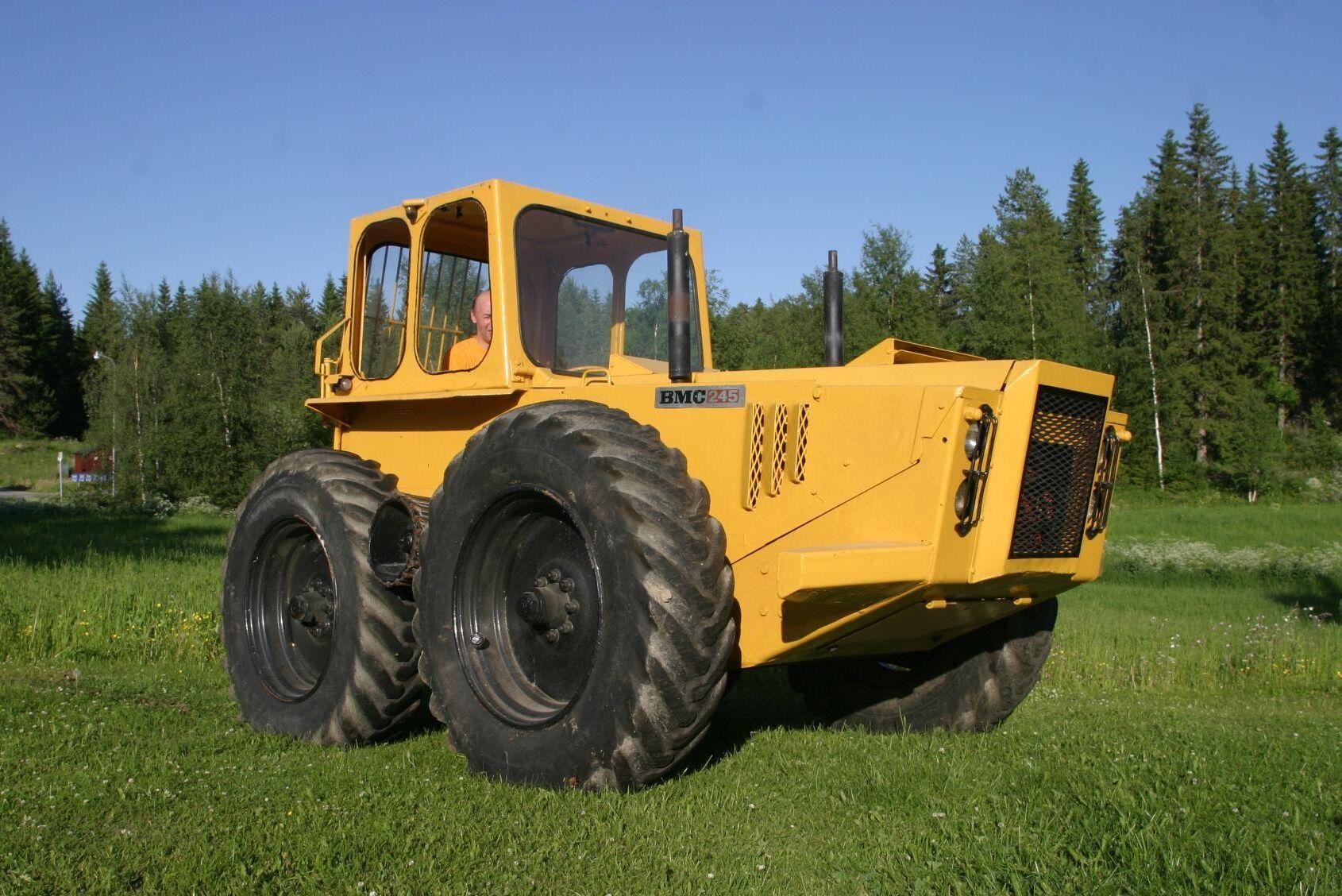 BMC 245 har två motorer och byggs av Hultdins Verkstads AB i Malåträsk i samarbete med BMC Sweden AB som då importerar jordbrukstraktorn Nuffield. Den fyrhjulsdrivna maskinen byggs 1965 till 1970 och med band är den svårstoppad i skogen.