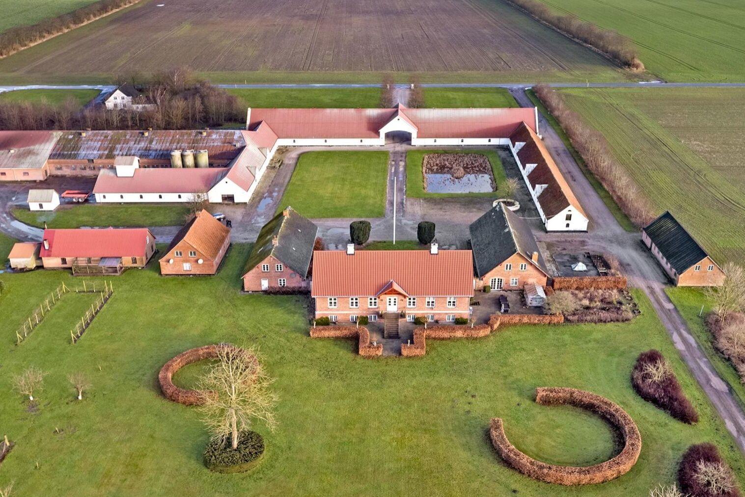 Grisanläggningen på 6300 kvadratmeter är byggd 2007 och har plats för 1700 suggor.