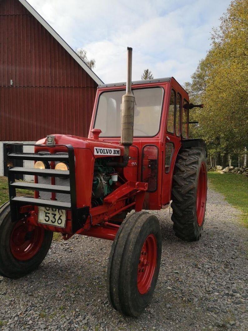 Traktorn är från 1968 och i skick som ny.