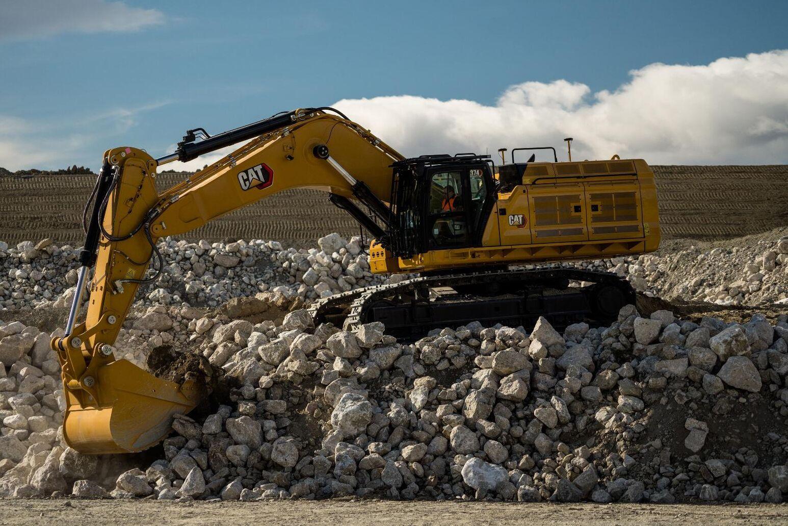 Cat 374 har fått samma svängkrets som tidigare bara funnits på märkets största grävmaskiner.
