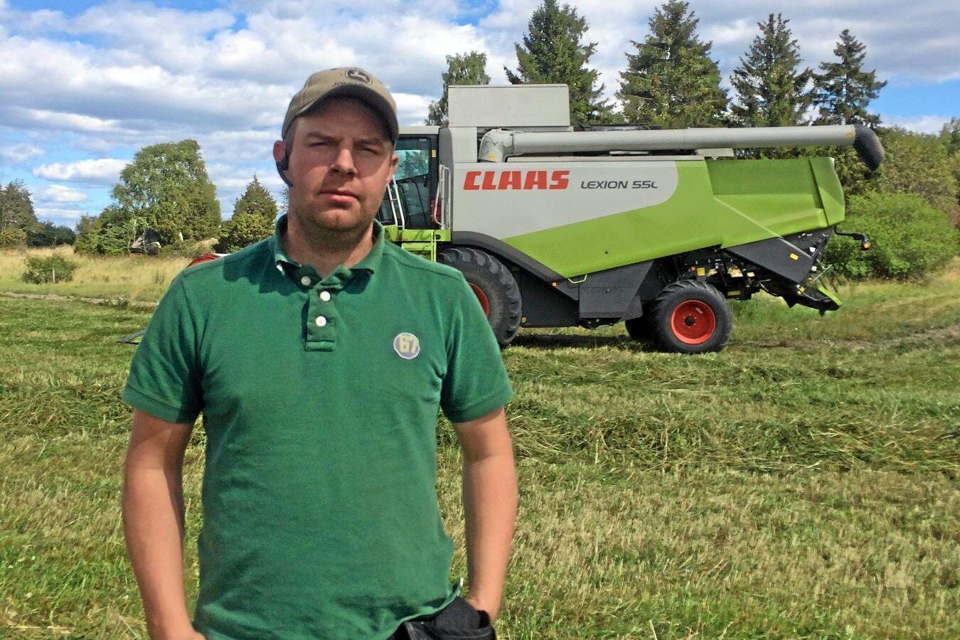 Carl Johansson på Gillberga gård fick lov att skörda höstrybsen tidigare än tänkt, på grund av brådmognad i det torra vädret.