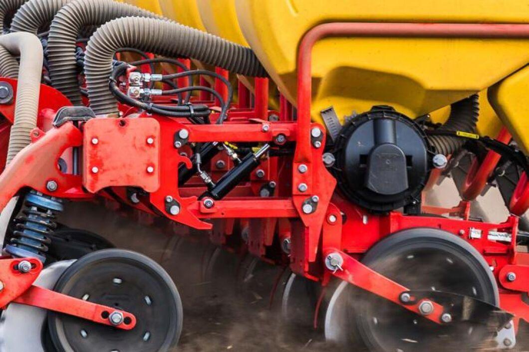 Den hydrauliska viktöverföringen, som sitter på varje radenhet, gör att föraren kan optimera radenhets-trycket med stor precision.