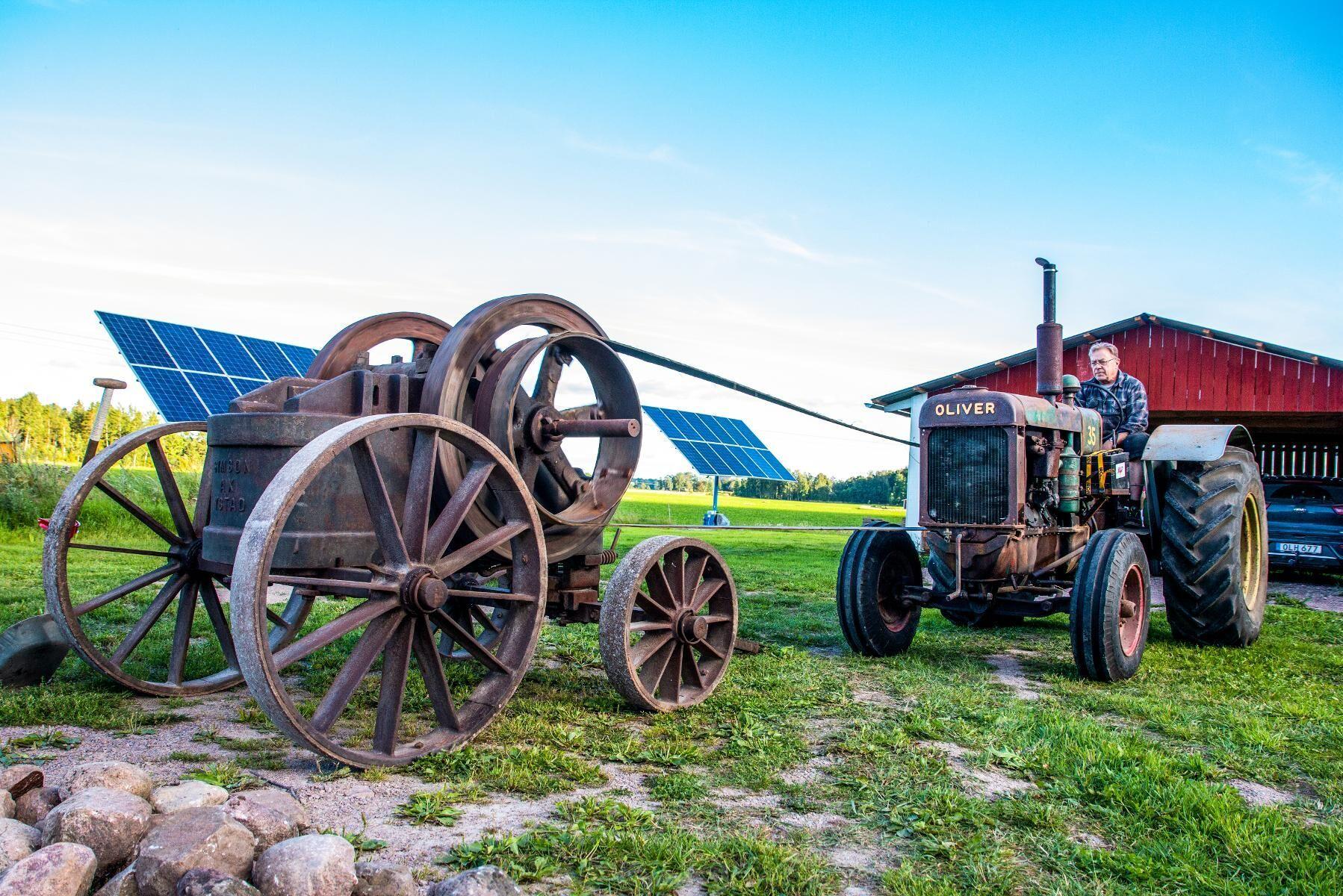 Simson Ax. En transportabel stenkross tillverkad av Ystads gjuteri & mekaniska verkstad. Krossen har funnits i bygden sedan den var ny. Det finns mycket dokumentation bevarad.