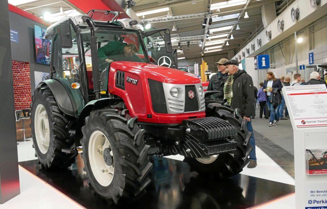 Turkiska Hattat Traktör har sedan 2003 ett samarbete med Valtra och tillverkar såväl egna traktorer som Valtras A-serie.
