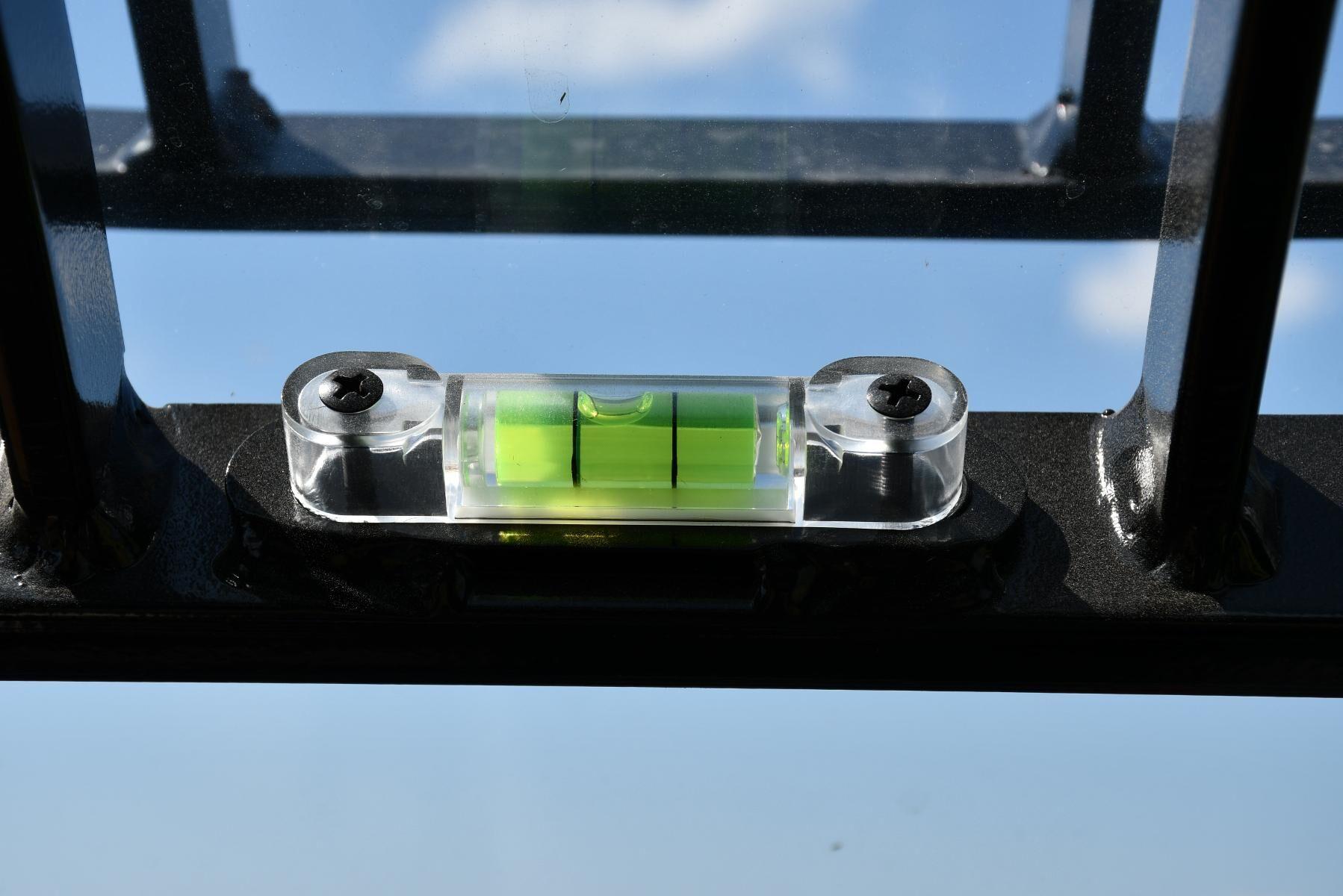 Enkelt och funktionellt. Ett vattenpass indikerar maskinens lutning.