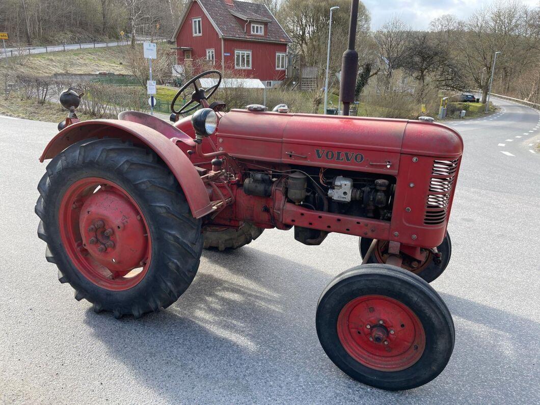 """""""Och med just denna traktor är det absolut ingenting att ge sig till att renovera. Renoverar man en sådan traktor så suddar man ut historien"""", tycker traktorkännaren Björn Cagner."""