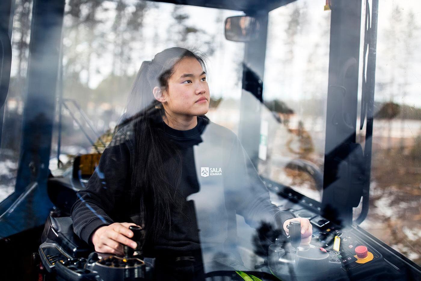 Cissi Svennblad, som går andra året på skogsprogrammet på Ösby Naturbruksgymnasium, var den första som porträtterades till kalendern.