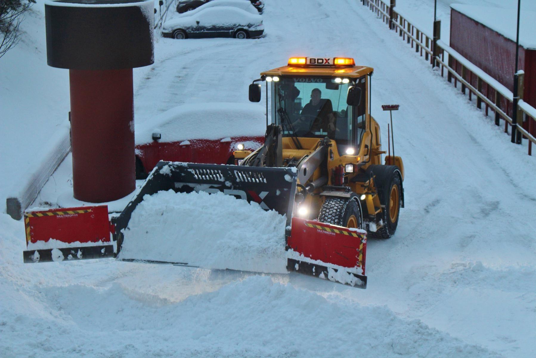 Över 100 kommuner i Sverige fick sin budget spräckt av vinterväghållningen i vintras.