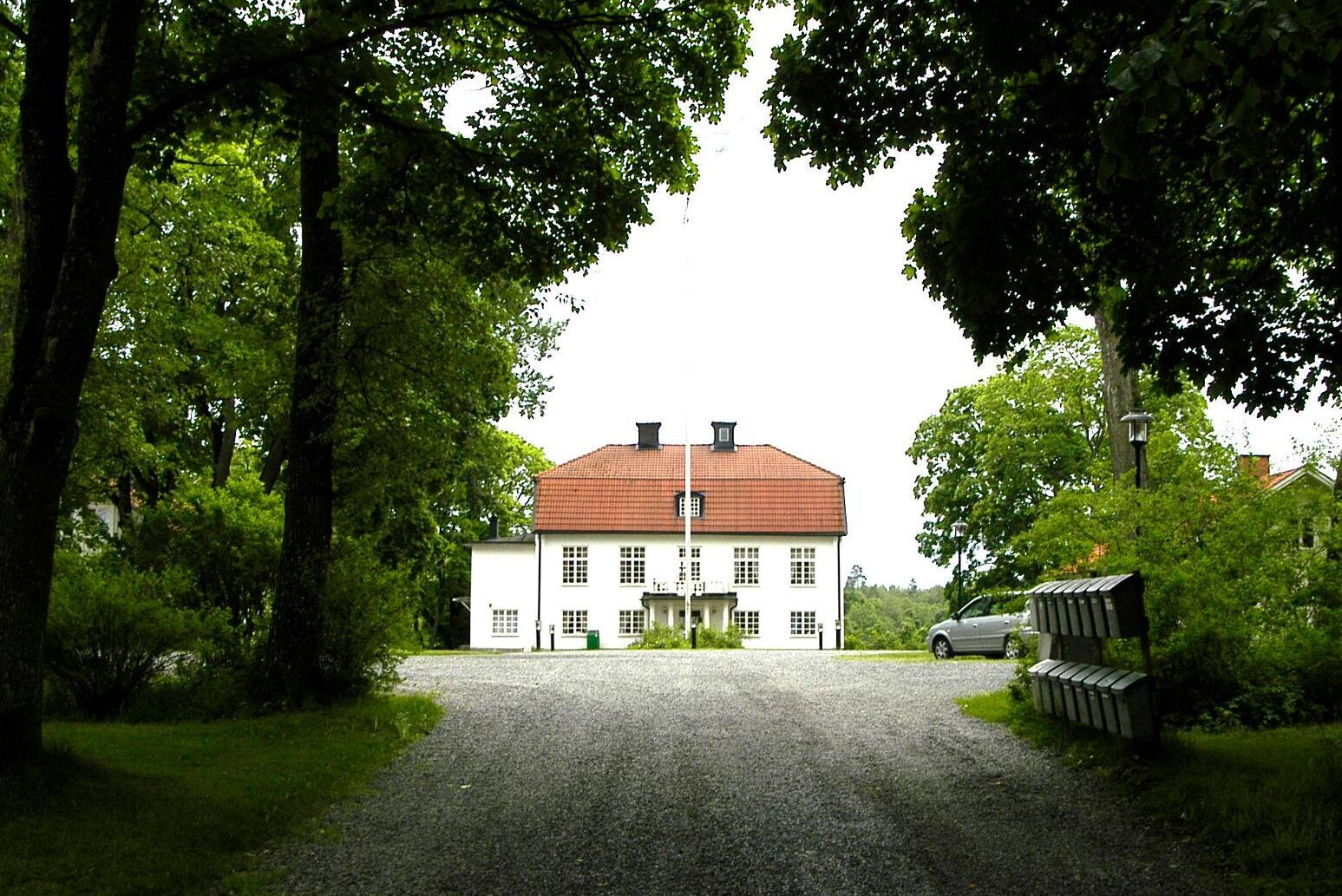 Berga Naturbruksgymnasium ligger i Haninge Kommun, strax söder om Stockholm.