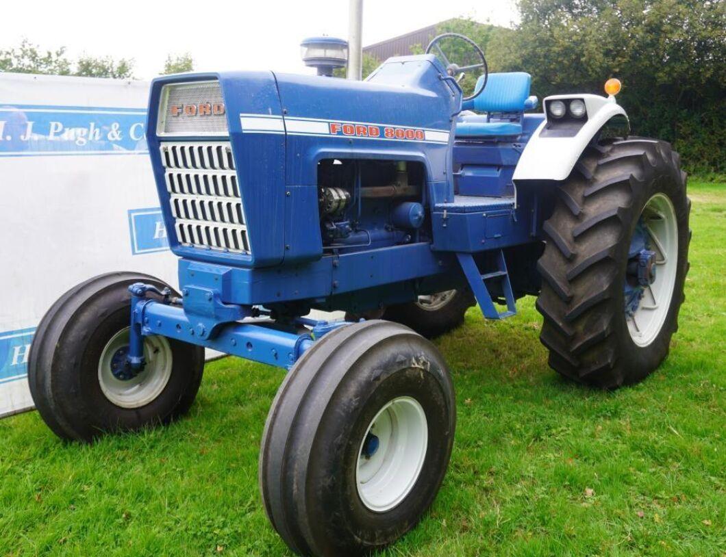 Renoverad Ford 8000. En bra traktor för vägturer enligt prospektet.