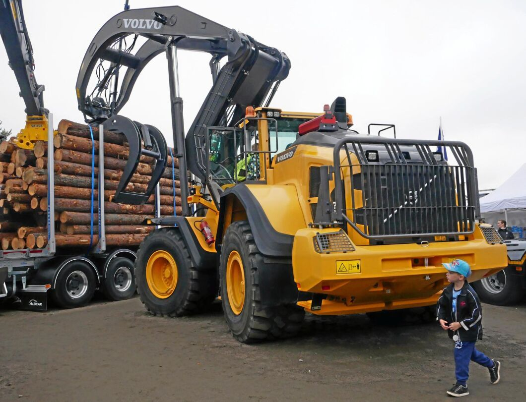 På FinnMetko finns det även gott om entreprenadmaskiner och lastbilar.