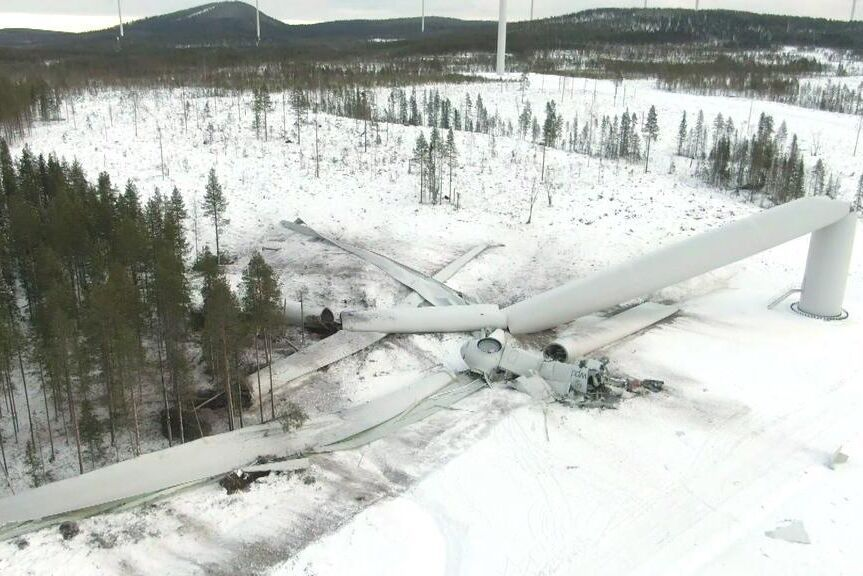 Ett 230 meter högt vindkraftverk i Jörn, Skellefteå kommun, störtade till marken i november.
