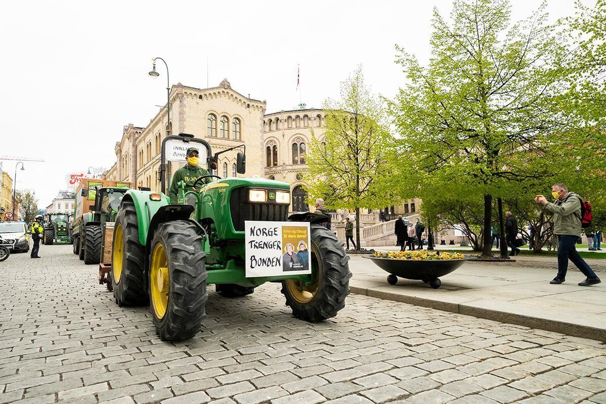 Geir Lohn från Alvdal har kört till Oslo för att demonstrera mot årets jordbruksuppgörelse.
