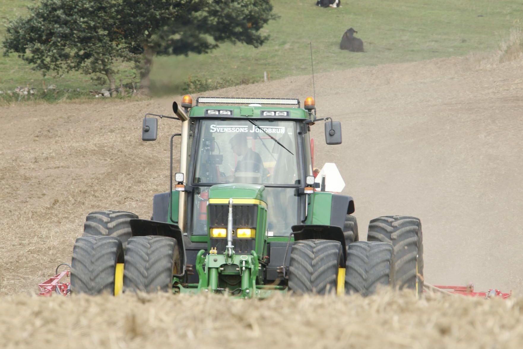 7710:an får jobba på Svenssons Jordbruk.