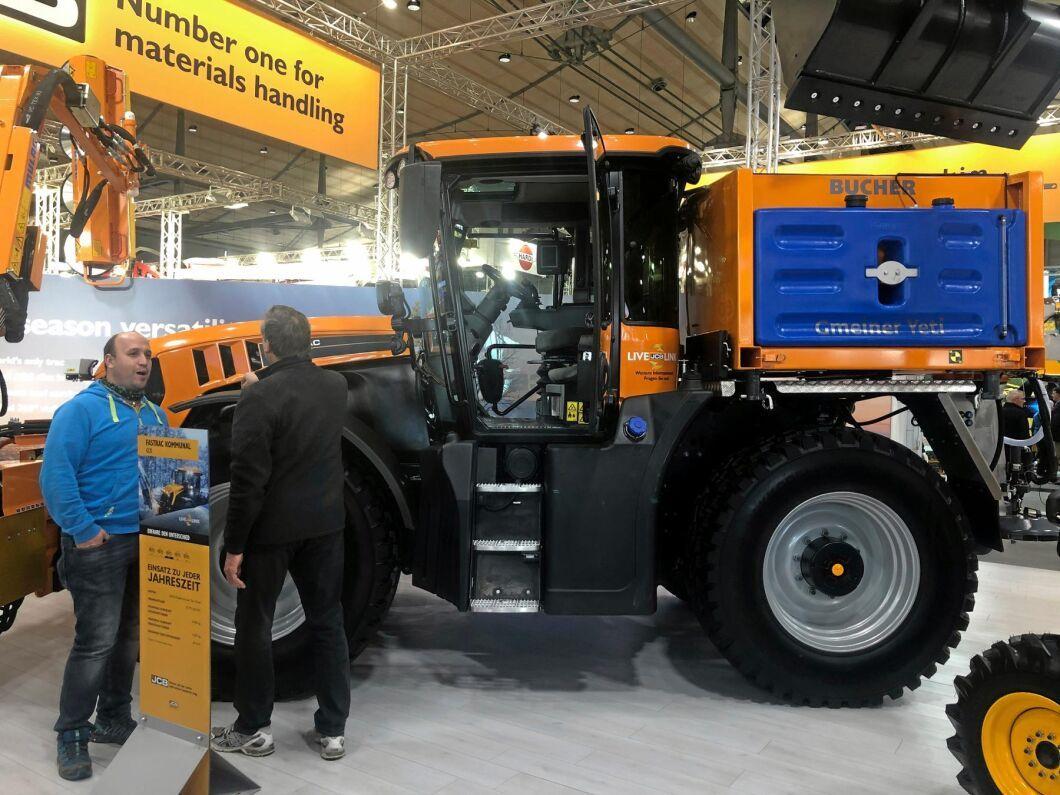 På mässan visades även JCB:s traktorer i entreprenadutförande med en rad spännande redskap.