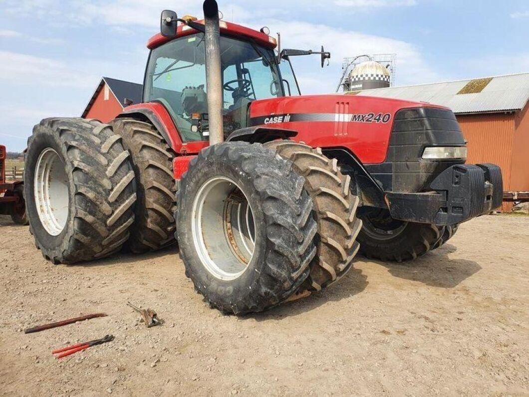 Wow, den här Magnum MX240:an är verkligen bestyckad med max däck. Traktorn är från 2000 och har gått 6500 timmar, skriver Johan Olsson.