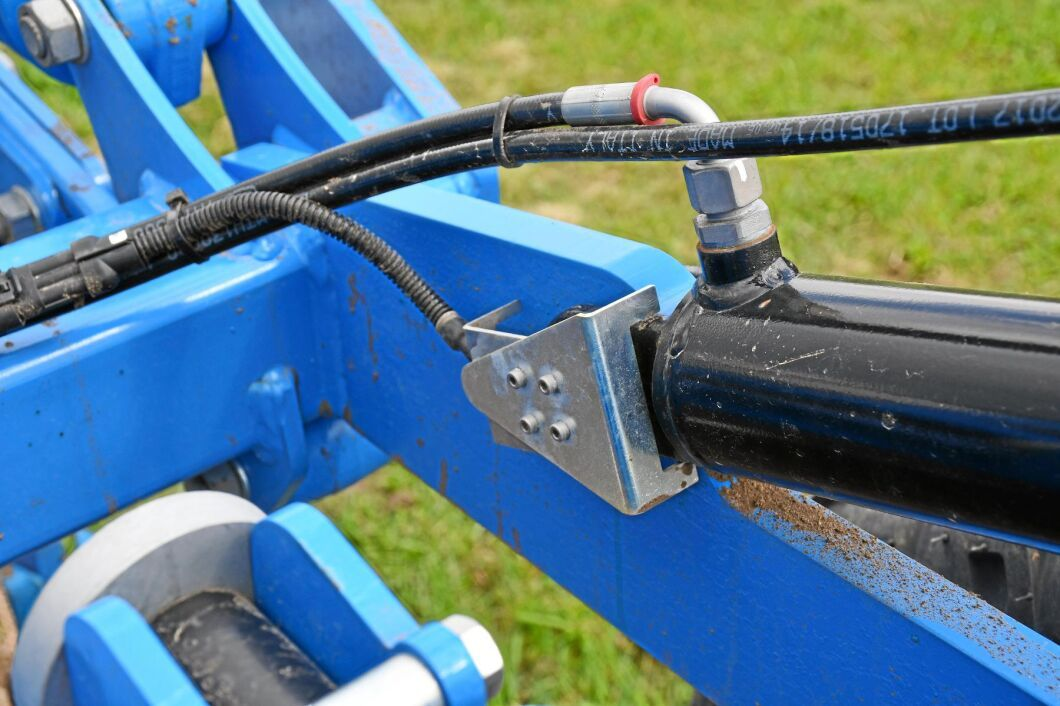 Kultivatorn har aktivt djuphållningssystem som mäter de främre stödhjulens belastning.